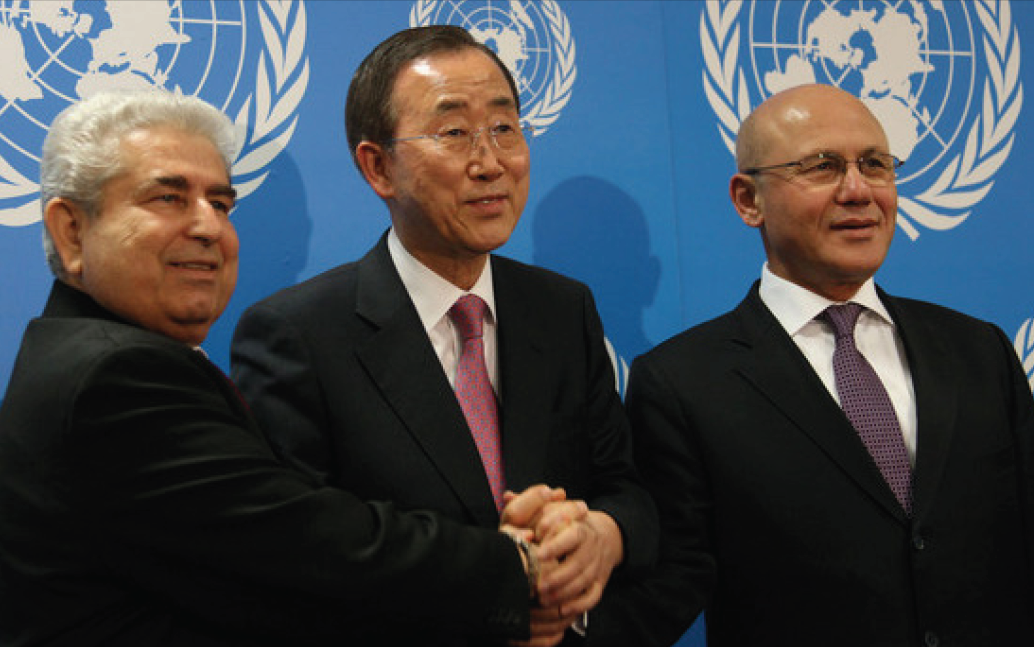 Mehmetali Talat and the Greek Cypriot leader Dimitis Christophias with the U.N Secretary General Ban ki- Moon.