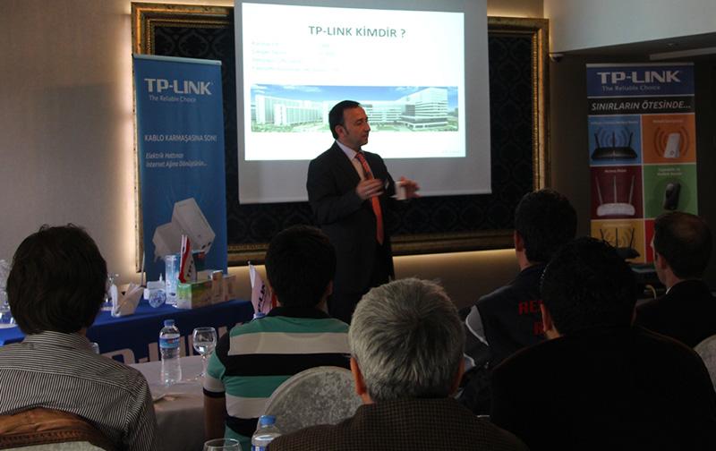 TP-LINK Ülke Müdür Yardımcısı Ali Dinçer bayilere ürünleri hakkında teknik eğitimde
