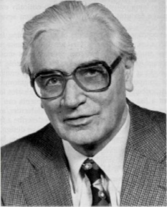 İlk bilgisayar olarak nitelendirilen Z3 ve diğer Z mkinelerinin mucidi Konrad Zuse.
