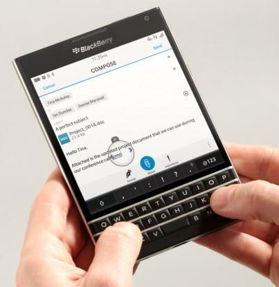 BlackBerry Passport şık tasarımı ile dikkat çekiyor.