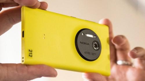 Lumia 1020 gösterişli kamerası ile dikkat çekmekteydi.