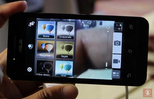 Telefon 8 MP çözünürlüğünde kameraya sahip. Resim kaynak: asus.com